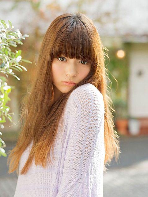 茶色いストレートヘアの八木アリサ